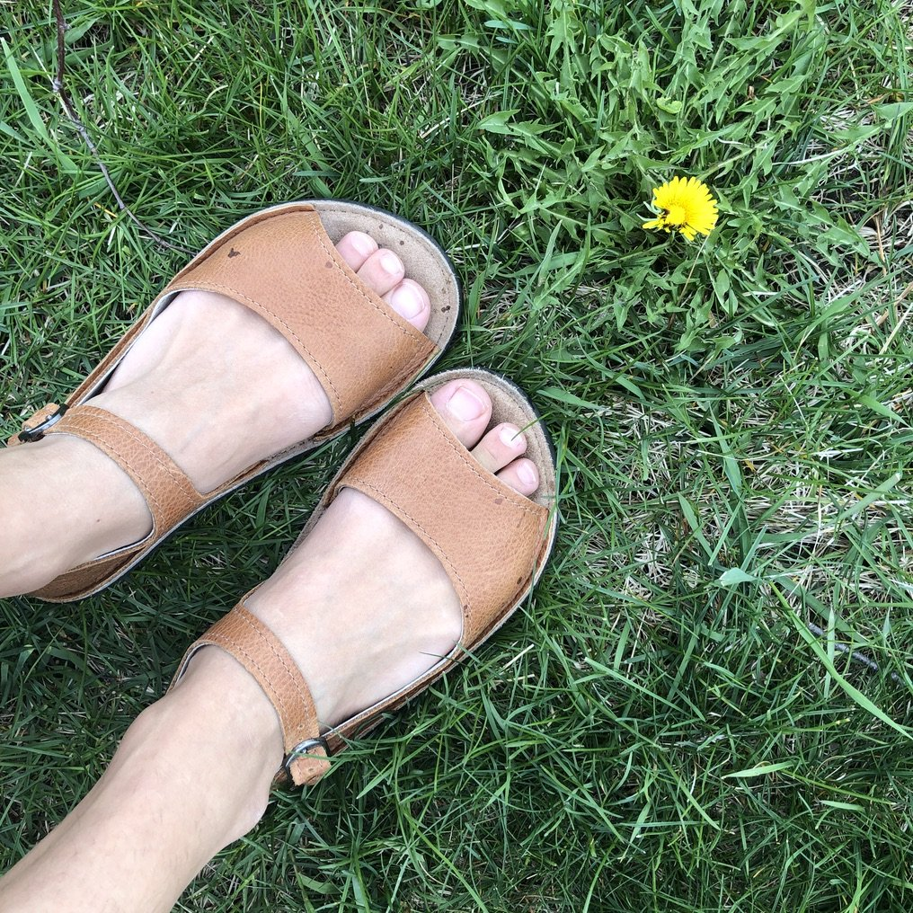 softstar shoes solstice sandal aged walnut close up