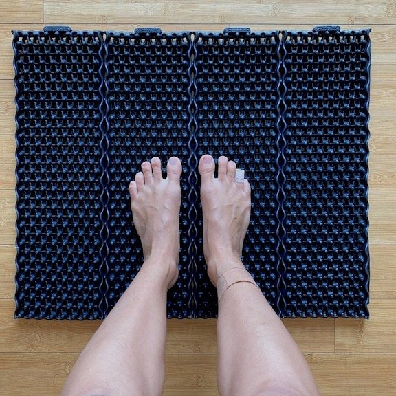 A woman's feet standing on the ActiveLife Kone X mat